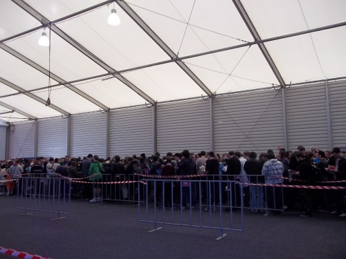The queue for the general admission ticket holders on the Friday morning.